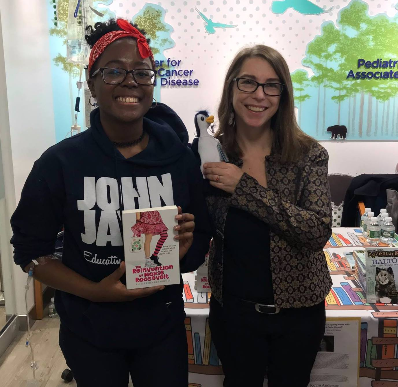 Photo Credit: Mount Sinai Hospital Staff  Elizabeth Cody Kimmel with a young reader.